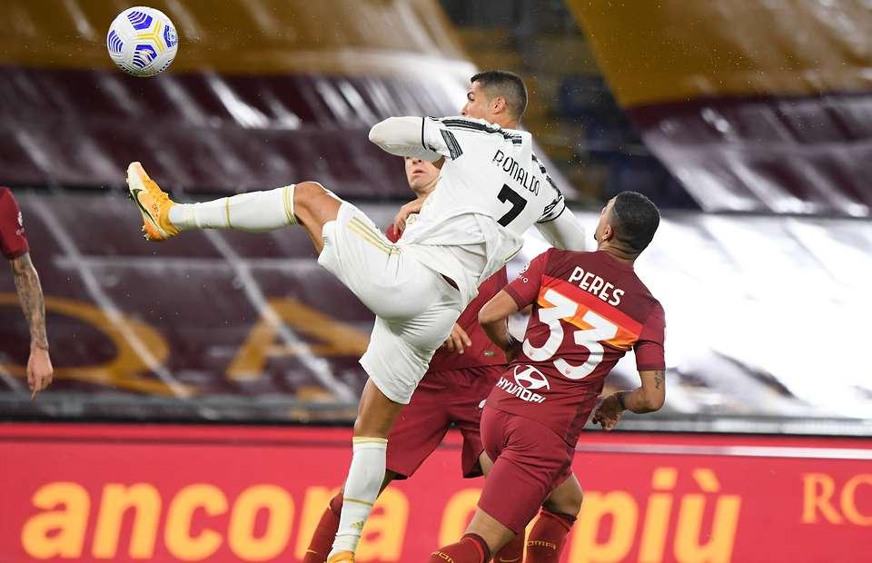 Ronaldo scores hang time header