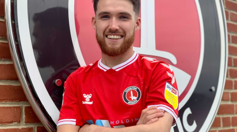 Paul Smyth has agreed a season-long loan to Charlton Athletic